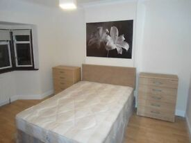Offering a double room in Bromley - BR1 3JL.