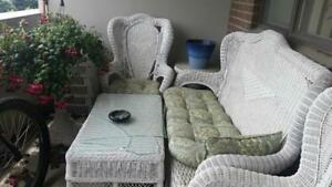 White Wicker Patio set in excellent condition (possibly antique)