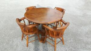 5 Piece Pedestal Dining Set