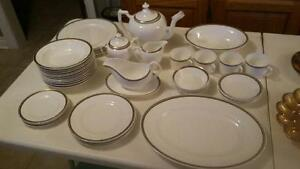 Complete set of fine bone china, New never used