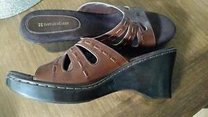 Brand new Naturalizer leather sandal - size 11