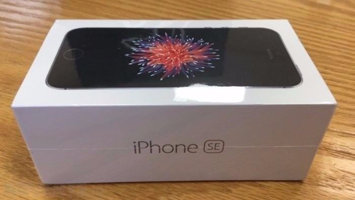 iPhone SE 32GB in Space Grey *BRAND NEW AND SEALED*