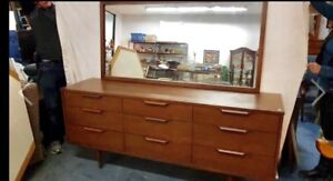 MID-CENTURY TRIPLE DESSER WITH MIRROR