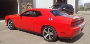 2014 Dodge Challenger SRT8 Coupe (2 door)