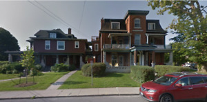 Beautiful Historic 2 bed plus den - 174 Earl St. - Avail Oct 1