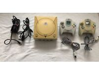 SELLING A SEGA DREAMCAST GAMES CONSOLE WITH 2 CONTROLLERS - FULL SET UP
