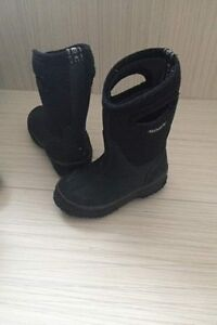 Boys Bogs Boots Size 8