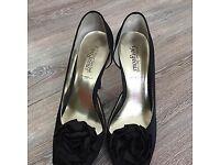 Ladies size 7 black open-toed shoes / sandals