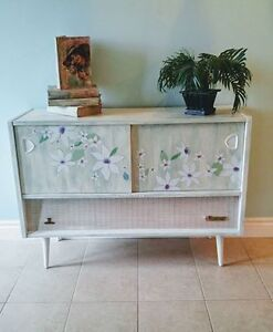Chalk-finished Normende Hi-Fi Console Cabinet
