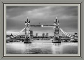 Glass Art Pictures - Tower Bridge Black&White