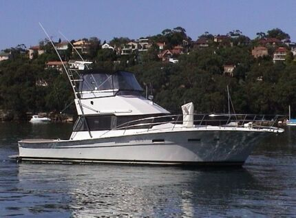 42 FT CHEOY LEE 42FT SPORTS CRUISER  LARGE BACK DECK