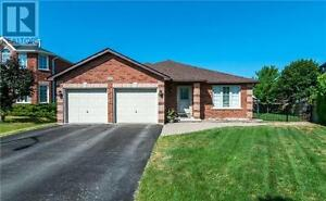 8 Hill Crt Barrie Ontario Beautiful House for sale!