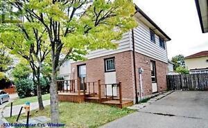 3+1 Bedrooms / 2 Bathrooms house @ Bayswater, Windsor