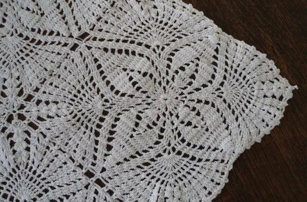 "Vintage Filet Crochet Lace Table Runner Pineapple Petals Picots White 44"""