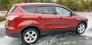 2014 FORD ESCAPE SE 2.0 L ECOBOOST  4WD  LIKE NEW  FIRM $ 12 000