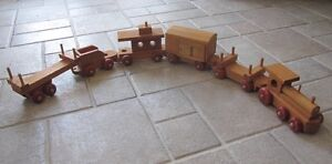 """""""The Wooden Toy Company Canada"""" Vintage Train - 12 Pieces"""