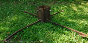 VINTAGE RUSTY CHRISTMAS TREE STAND INDOOR OUTDOOR STEAMPUNK