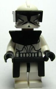 2  lego star wars minifigures---clone comanaders from 2009