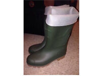 Brand New Size 7 Unisex Khaki Green Winter Wellies Wellington boots Ideal for the cold weather