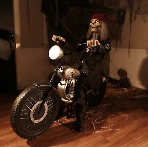 Skull on a motorcycle animatronic moving and talking