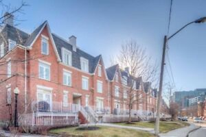 ★2 Storey Townhome - Downtown King West Village★