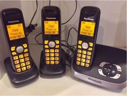 Panasonic cordless phones set of 3 with digital answering machine