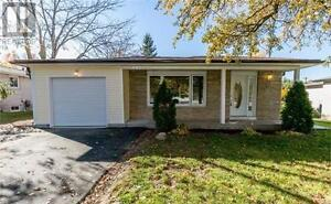 Beautiful Newly Renovated Three Bedrooms Bungalow in Newmarket