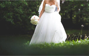 Alfred sung wedding gown size 6-8 dress size  Peterborough Peterborough Area image 1