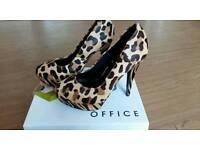 Office faux fur shoes. Size 5