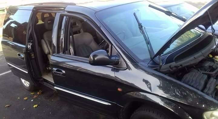 2002 grand voyager 3.3l limited automatic (petrol)