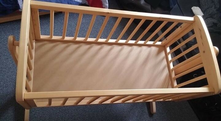 OBaby swinging crib for sale
