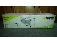 Hauck Travel Cot/ Playpen