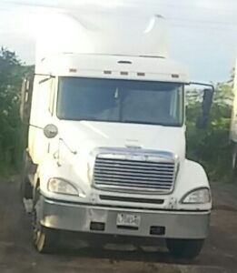 *REDUCED* 2003 Freightliner Columbia