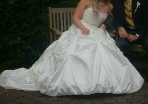 Stunning Strapless off white wedding dress size 12-16