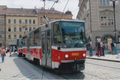 TRAM/BUS PHOTO PHOTOGRAPH OF AN SALOON CAR IN PRAGUE CZECH REPUBLIC ON PICTURE.