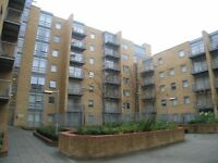 STUNNING 1 BEDROOM FLAT MINUTE AWAY FROM SOUTH QUAY STATION/ WITH GYM & POOL FACILITIES
