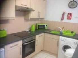 DOUBLE ROOM IN TOWN CENTRE HIGHSTREET ... ALL BILLS INC - NO FEES