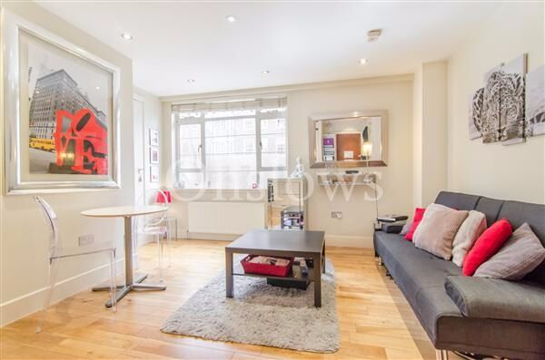 Beautifully presented first floor flat (lift and porter) on Sloane Avenue SW3