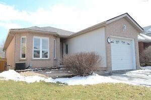 Lovely Bungalow In A Friendly Neighbourhood At Guelph! X