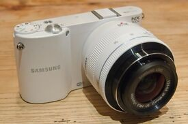 immaculate Samsung NX1000 with additional Lens