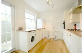 Spacious 3 bed end of terrace house available to rent in Guildford Road Croydon