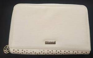 MARIKAI MEDIUM ZIP AROUND LADIES WHITE PURSE NEW WITHOUT TAGS Campbelltown Campbelltown Area Preview