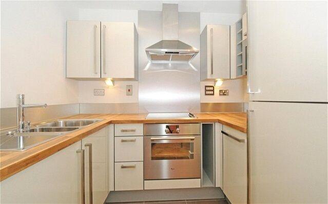 1 bedroom flat in Elektron Tower, Blackwall Way, Canary Wharf