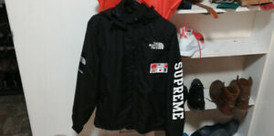 North face x supreme black jacket brand new size M or L for 190$