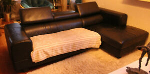 Structube Leather Sofa Sectional Sofa / Sectionnel Sofa cuir