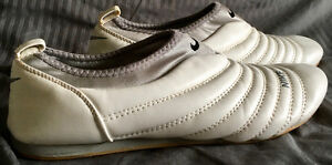 NIKE LEATHER CAUSAL SLIP-ON TRAINER / RUNNING SHOE