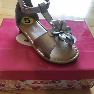 Sandals Size 5 (New)