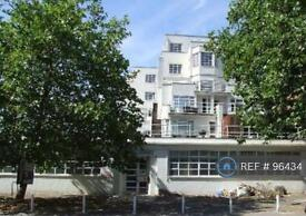 2 bedroom flat in Longfield House, London, W5 (2 bed)