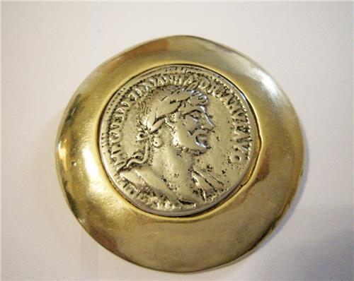 Rare Vintage American Las Vegas Caesar Palace Casino Hotel Coin Pin Collectible