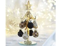 gold and black christmas tree decoration